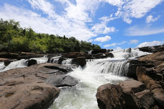 attraction-Tatai Waterfall 1.jpg