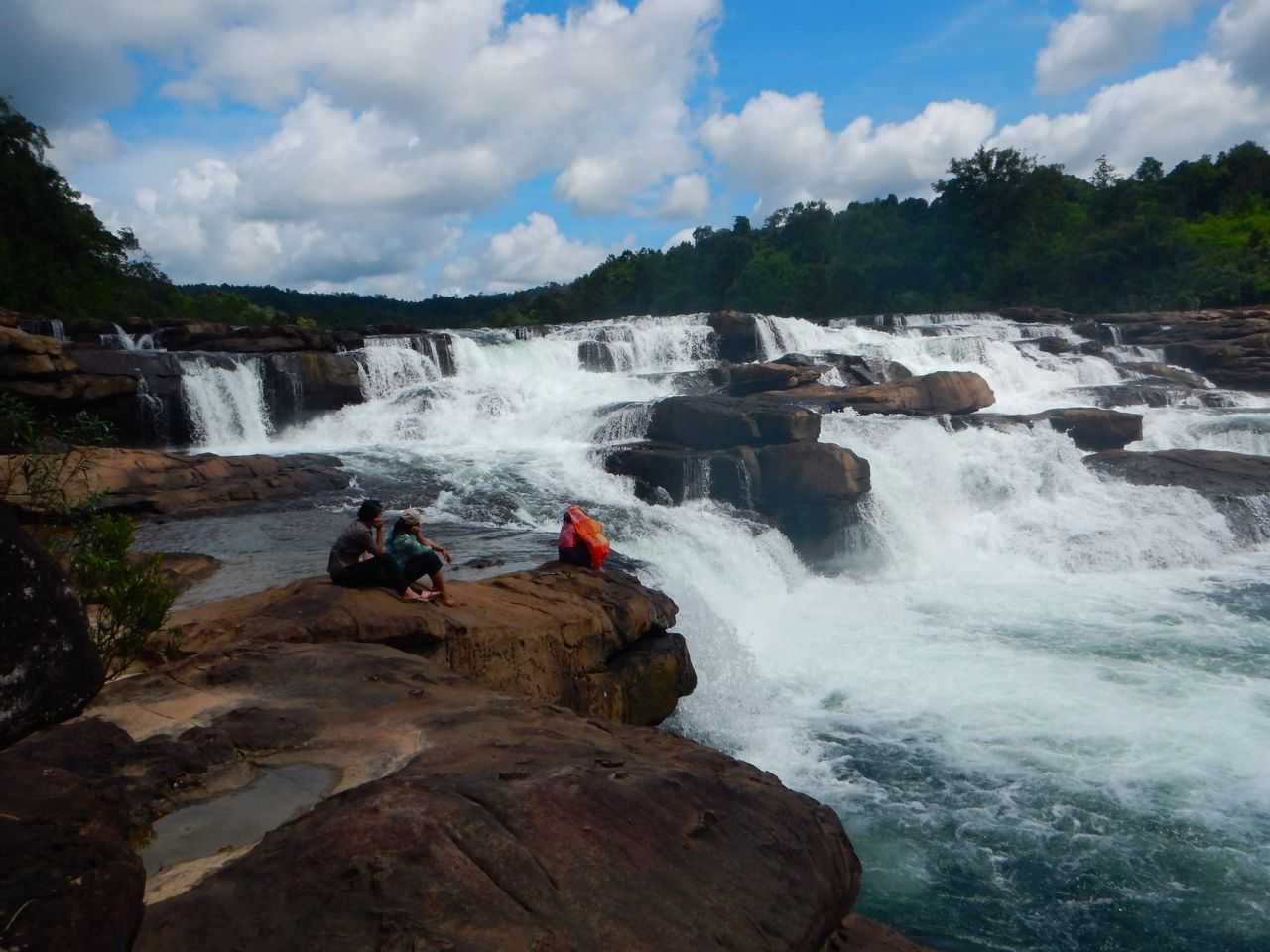 attraction-Tatai Waterfall 2.jpg