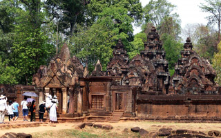 Full Day Banteay Srei and Beng Mealea